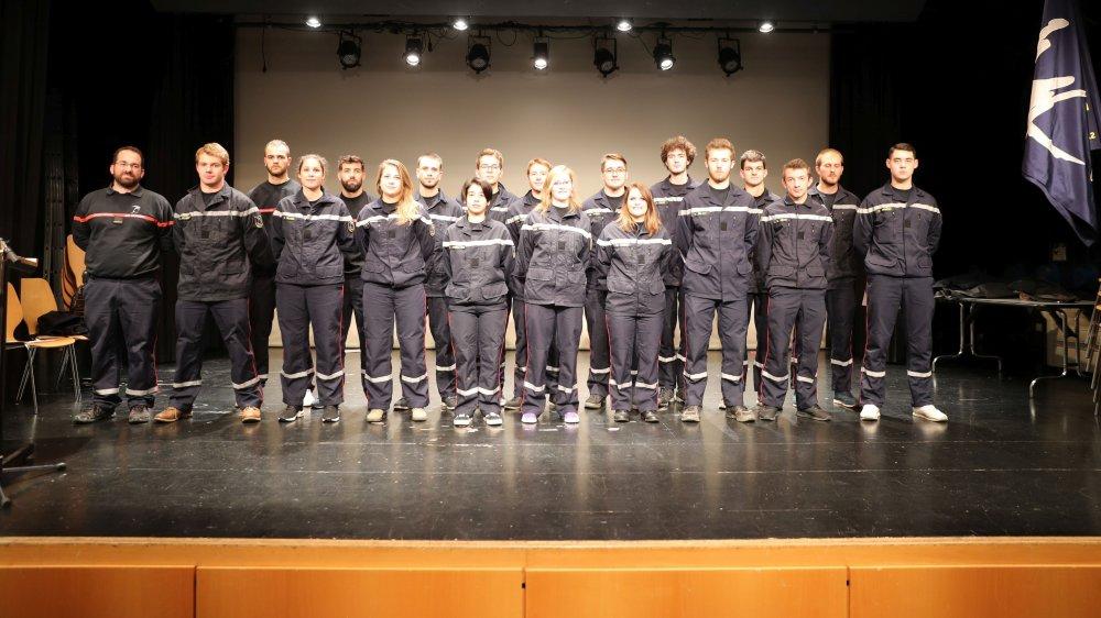 Jeudi soir, les nouveaux sapeurs-pompiers ayant achevé leur formation de base ont reçu leur diplôme.