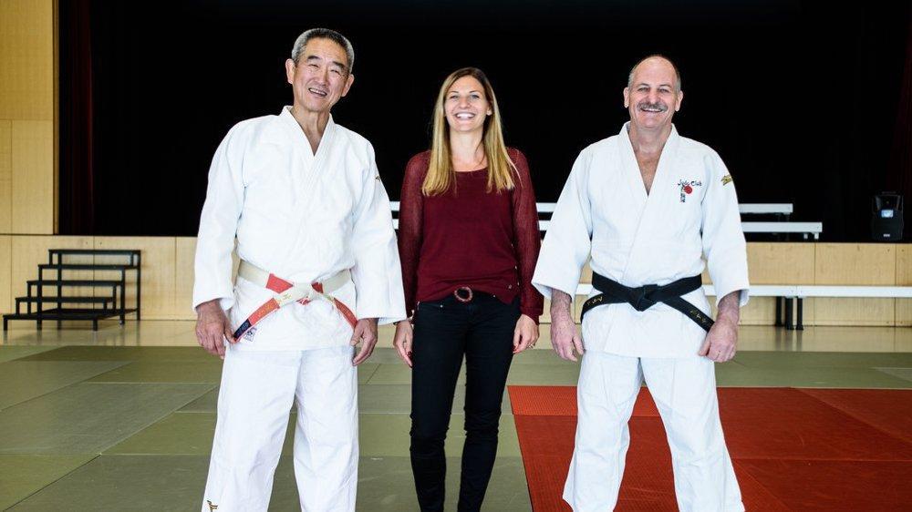 De gauche à droite: Hiroshi Katanishi (8e dan), la présidente du Judo Club Ballens Aude Jotterand et Alain Jotterand, fondateur et entraîneur principal du club (6e dan).