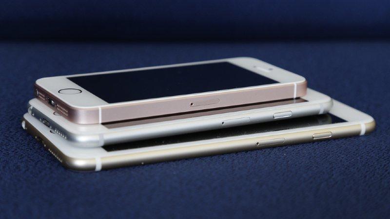 Alors que la batterie est essentielle au fonctionnement d'un smartphone et qu'elle ne peut pas être changée par l'utilisateur, elle n'est pas couverte par la garantie (illustration).