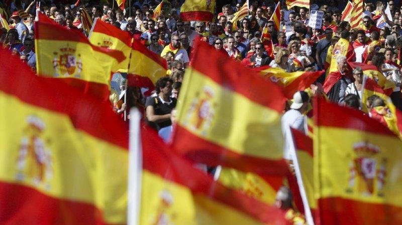 Espagne: Madrid lance de nouveaux mandats d'arrêt contre trois séparatistes catalans