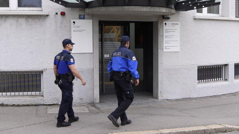 La Police cantonale fribourgeoise recherche des témoins pour le cas où le conducteur a poursuivi sa route sans se soucier de la victime. (illustration)