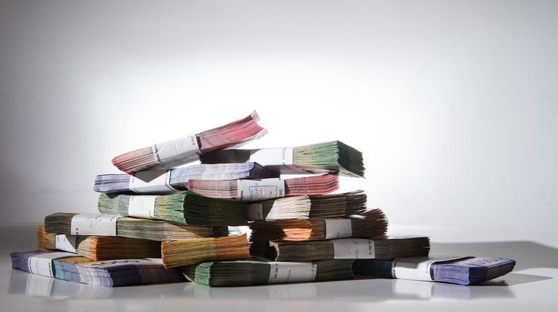 Les ménages suisses qui appartiennent à la plus haute catégorie de revenus épargnent 4860 francs en moyenne. (Illustration)