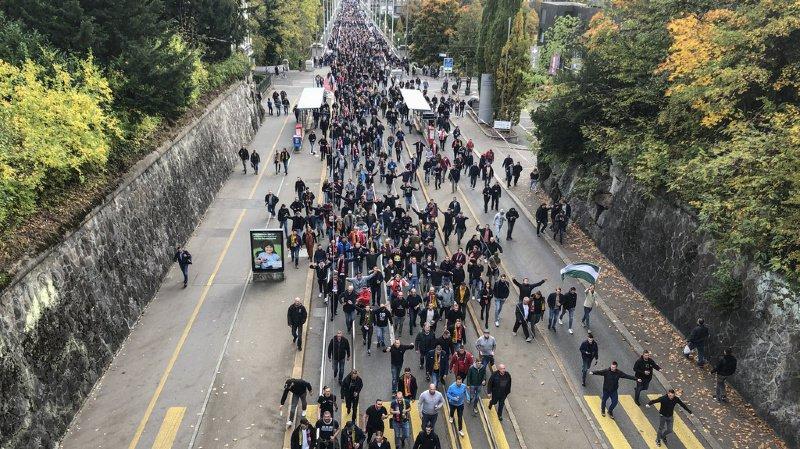 Football: supporters néerlandais sous haute surveillance policière à Berne