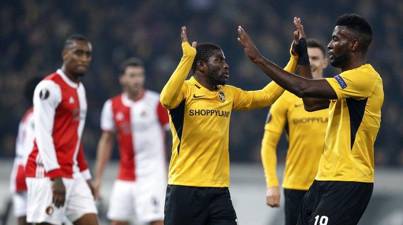 Roger Assale, à gauche, et Jean-Pierre Nsame célèbrent le 1-0 pour YB.