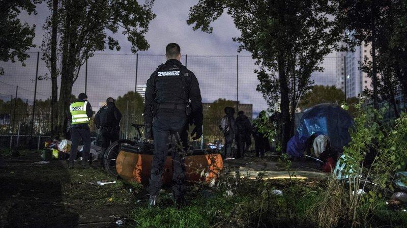 France: deux camps de migrants en cours d'évacuation à Paris