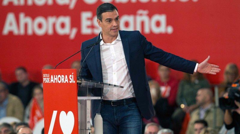 Espagne: Pedro Sanchez en tête, l'extrême droite en force