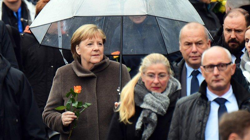 Angela Merkel au moment de son arrivée sur le site commémoratif du mur de Berlin, le long de la rue Bernauer.