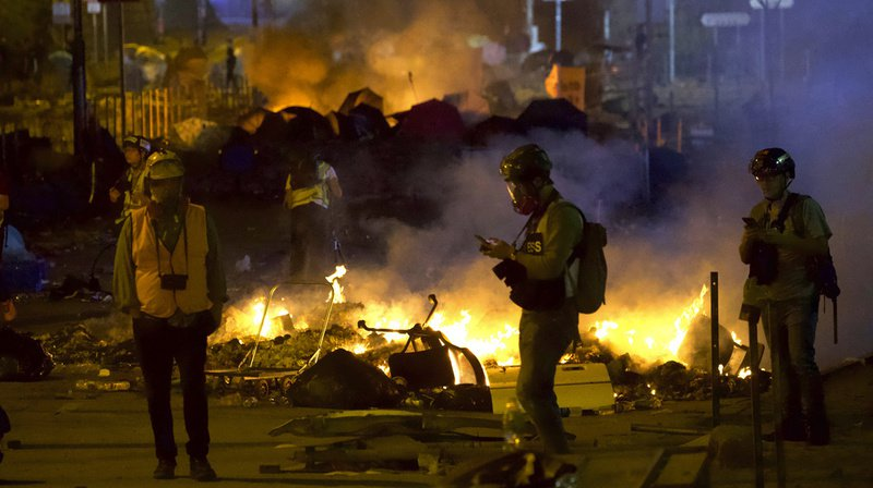 Hong Kong: un policier blessé par une flèche d'un manifestant