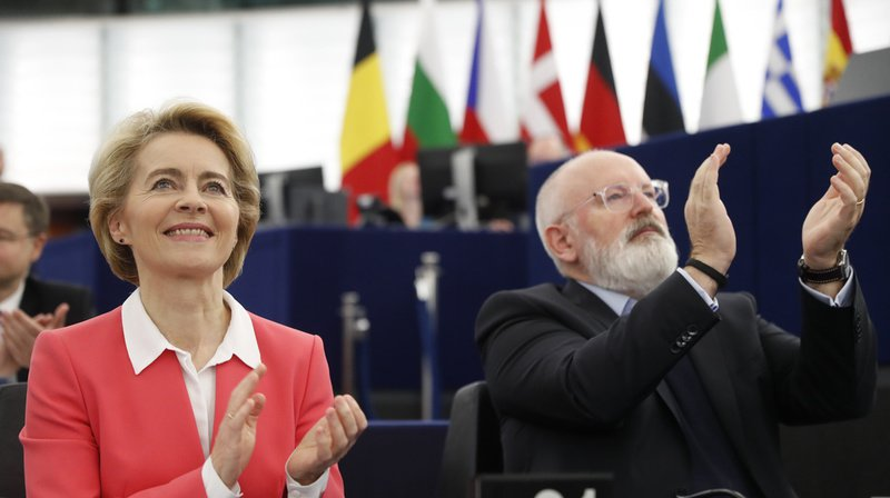 Union européenne: le Parlement approuve la Commission von der Leyen