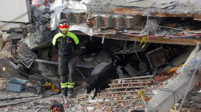 Séisme en Albanie: en deuil, le pays recherche désespérément des survivants