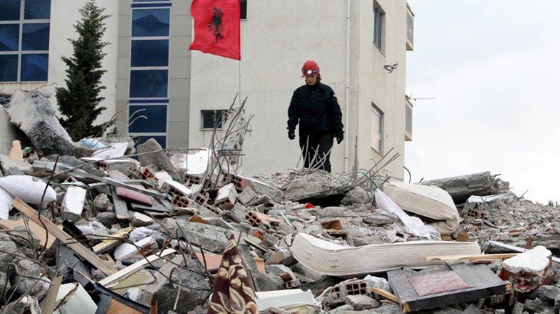 Séisme en Albanie: le bilan s'alourdit à 49 morts et des milliers de sans-abri