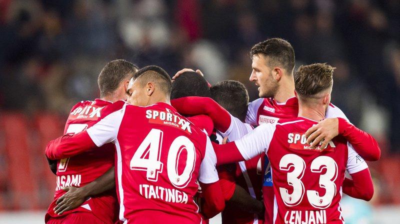 La joie des joueurs valaisans après le 2-1 marqué par l'attaquant Seydou Doumbia.
