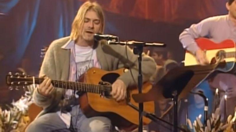 """Le gilet que portait Kurt Cobain lors de l'enregistrement du mythique concert """"Unplugged"""" de 1993 n'a jamais été lavé."""