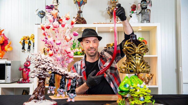 Le monde fond pour cet artiste pur sucre installé à Perroy