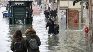 Marée haute à Venise: le niveau d'alerte baisse légèrement