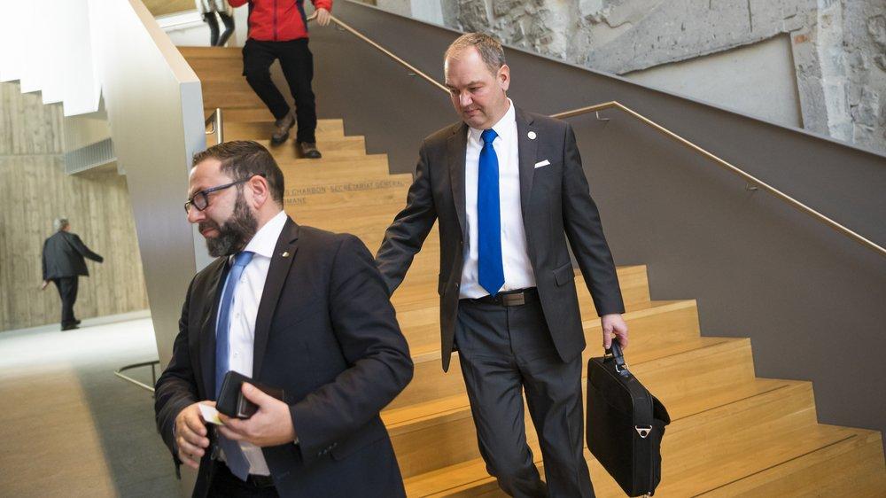 Yves Ravenel s'est longuement entretenu avec le chef de groupe UDC Philippe Jobin (à g.) et les différentes formations politiques, mardi matin, avant de s'éclipser.