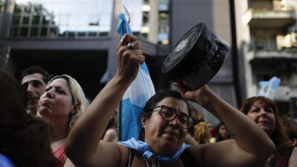Nombre d'Argentins de la classe moyenne expriment leur mécontentement, comme mercredi dernier devant le Parlement.