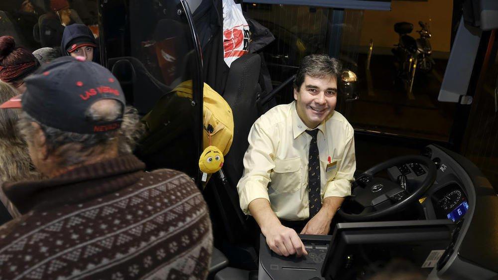 Pascal Persechini effectue le service de nuit du CarPostal Nyon-St-George jusqu'à 2 heures du matin.
