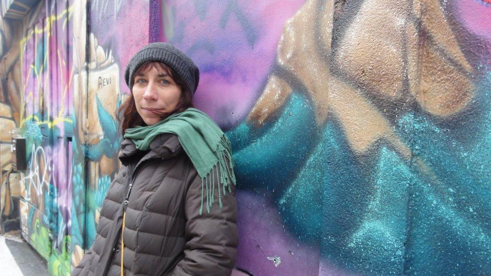 """Laura Cazador dans le quartier des Grottes, à Genève: """"Le cinéma est un art délectable et jouissif, un merveilleux moyen de transmettre."""""""