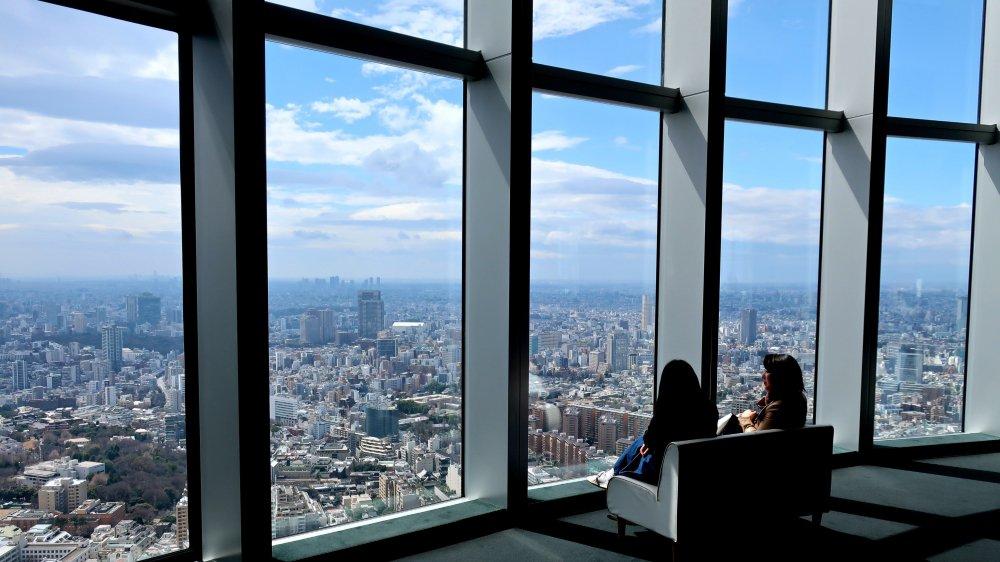PANORAMA Les gratte-ciel de Roppongi Hills offrent une belle vue de Tokyo.
