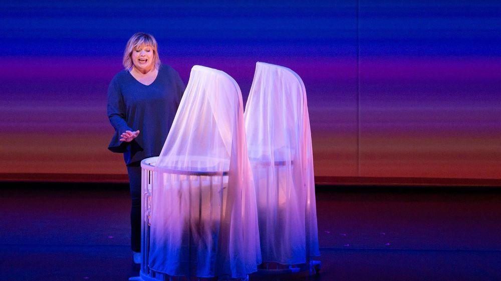 """Michèle Bernier sera sur la scène du Théâtre de Beausobre ce vendredi soir, plus en forme que jamais dans """"Vive demain!"""". A ne pas manquer."""
