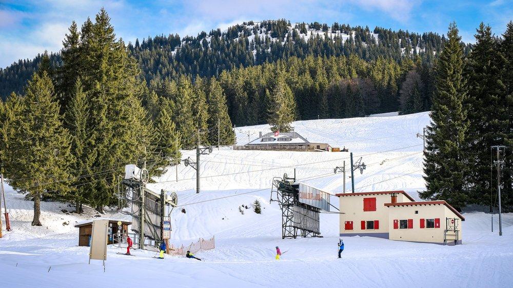 Les premiers skieurs ont pu profiter de la neige ce week-end. Mais les courants chauds mettent à mal le manteau neigeux.