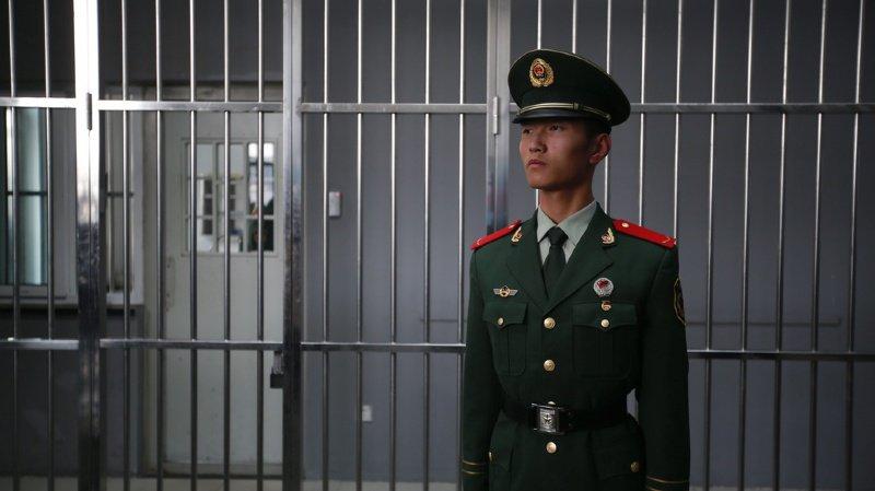 «Nous sommes des prisonniers étrangers dans la prison Qingpu Shanghai Chine», dit le message retrouvé dans la carte illustrée. (illustration)