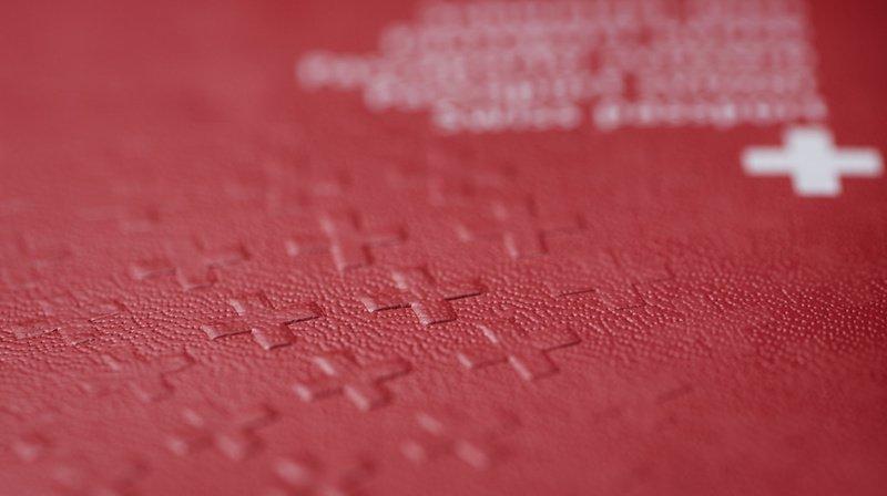 Naturalisation: après 15 ans, le passeport suisse amène en moyenne 5000 francs de plus par an