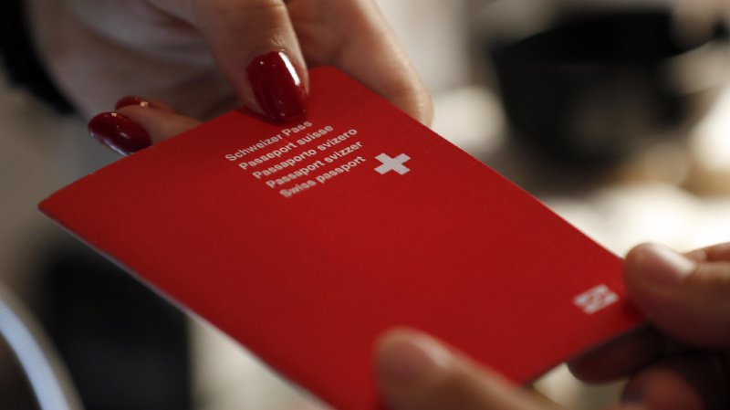 Terrorisme: possible retrait du passeport suisse à une sympathisante romande de l'Etat islamique