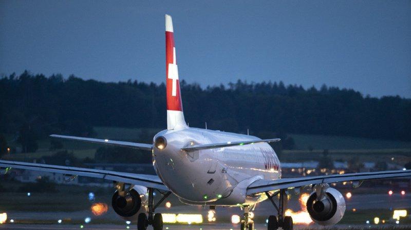 Prendre l'avion devrait bientôt coûter plus cher en Suisse. (Illustration)