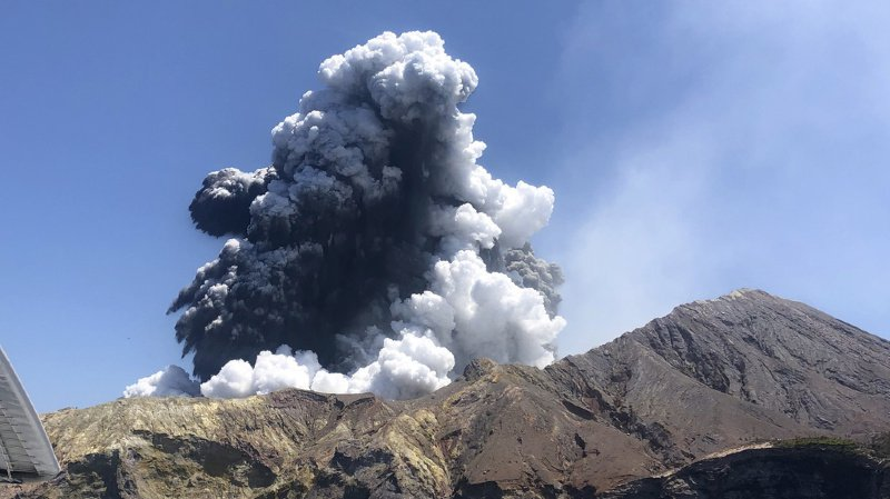Quarante-sept personnes, principalement des touristes australiens, avaient été surprises par l'éruption volcanique le 9 décembre.