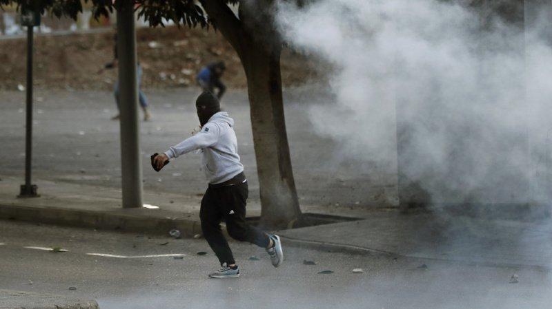 Liban: affrontements entre la police et des jeunes opposés à la contestation