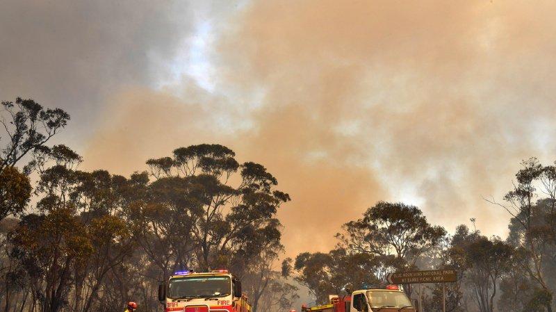 2000 pompiers sont mobilisés. Ils ont des renforts de toute l'Australie, du Canada et des militaires du pays.