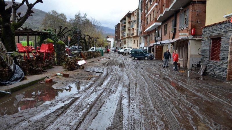 Les intempéries avaient déjà fait trois morts et d'importants dégâts jeudi et vendredi en Espagne. Ici le village de Navaconcejo, victime d'inondations.