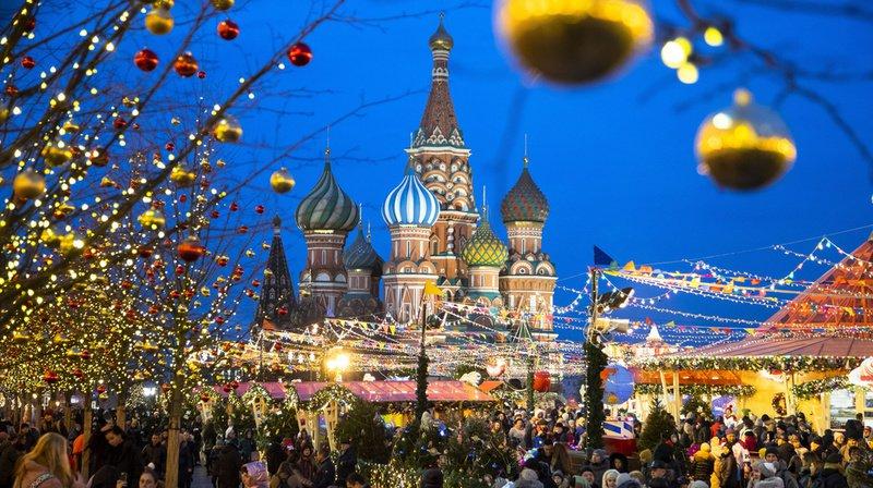 Habituellement, à cette époque de l'année, la cathédrale Basile-le-Bienheureux est coiffée d'une belle couche de poudreuse. Mais la neige est cet hiver absente de la place Rouge moscovite.