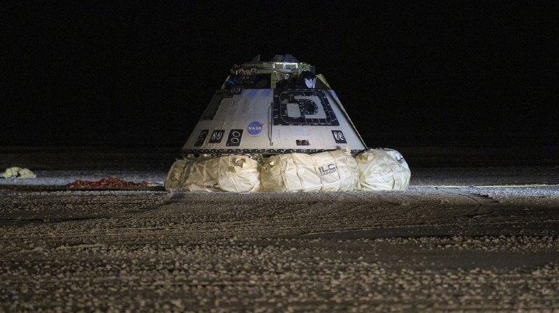 C'est la première capsule spatiale orbitale américaine à atterrir sur le sol plutôt que dans un océan.