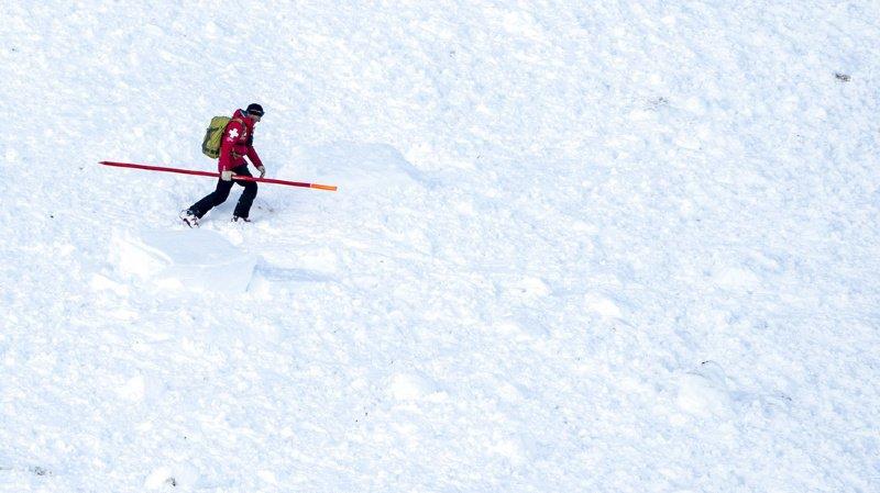 Le père et son fils ont quitté les pistes de ski en dessous de la station de Gandegg (dans vallée du Lötschental).