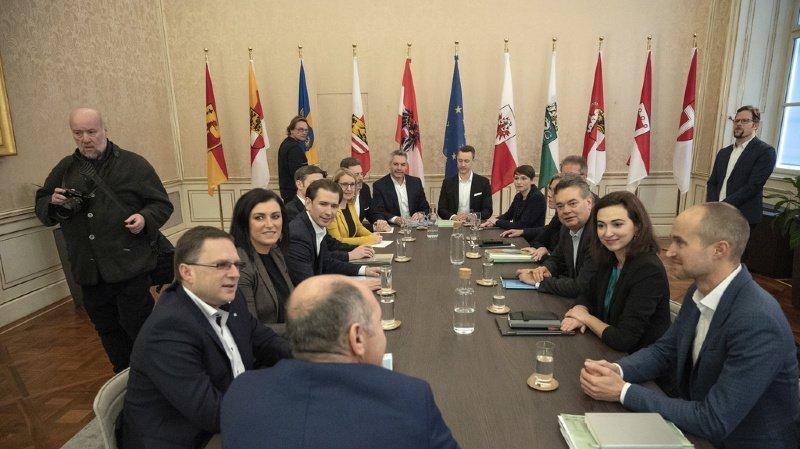 L'objectif est de conclure les discussions mercredi, en vue d'une présentation officielle du pacte de coalition jeudi.