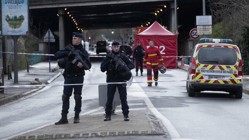 France: un homme poignarde des passants près de Paris, un mort