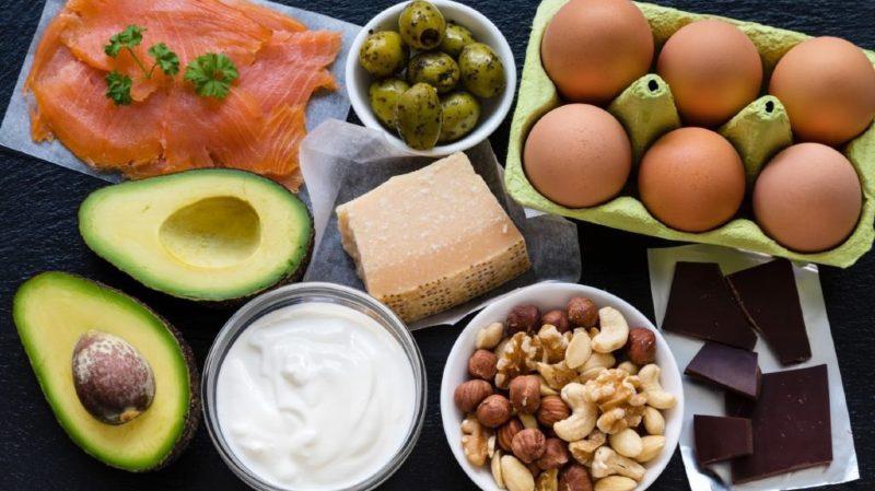 Avocat, poisson, noix, graines de lin, font partie des bonnes graisses.