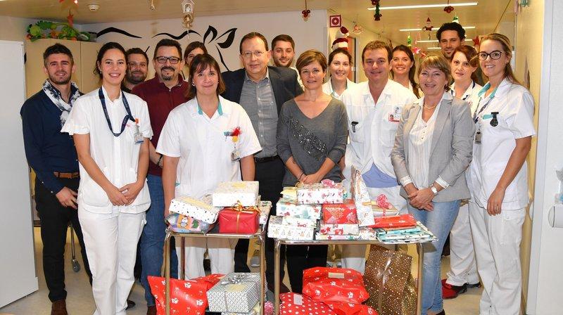 Les cadeaux de Noël ont été distribués à l'hôpital.
