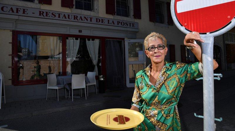 Les commerçants ont souffert des travaux dans la Grand-Rue mais ont rivalisé d'inventivité pour y faire face, à l'image de Najia Germanier du Café de la Poste.