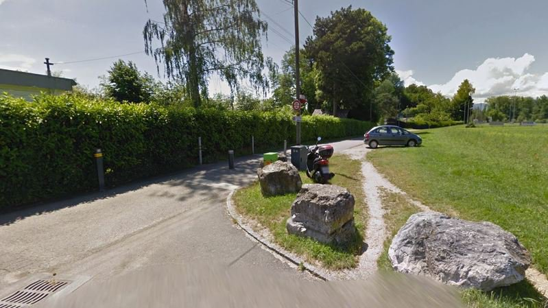 L'un des tronçons du chemin du Laviau, à proximité de la plage et des terrains de foot de Saint-Sulpice.