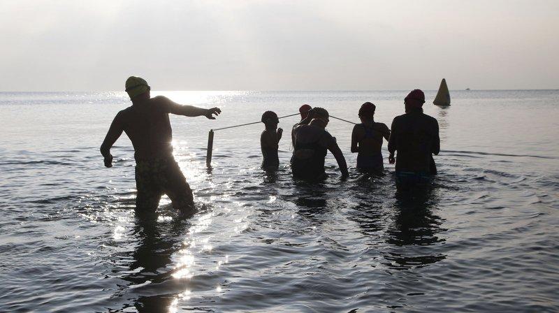 Nager dans le lac en hiver ne les laisse pas de glace