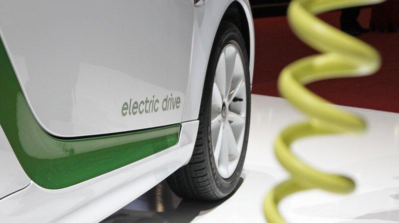 Des conseillers communaux militent pour l'achat d'une voiture électrique.