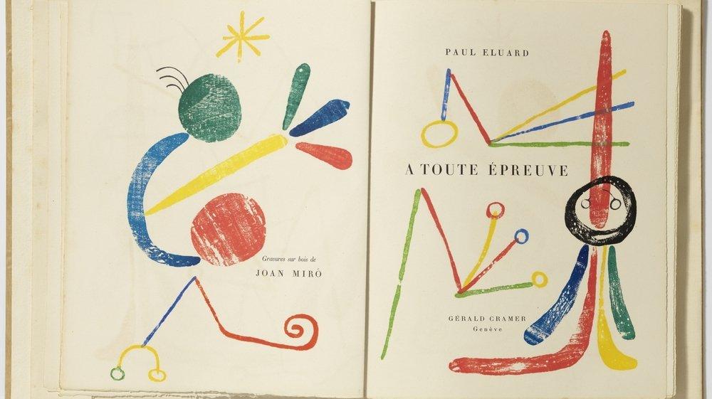 Un exemplaire original du livre sur papier japon, xylographies de Joan Mirό autour du texte typographié de Paul Éluard.