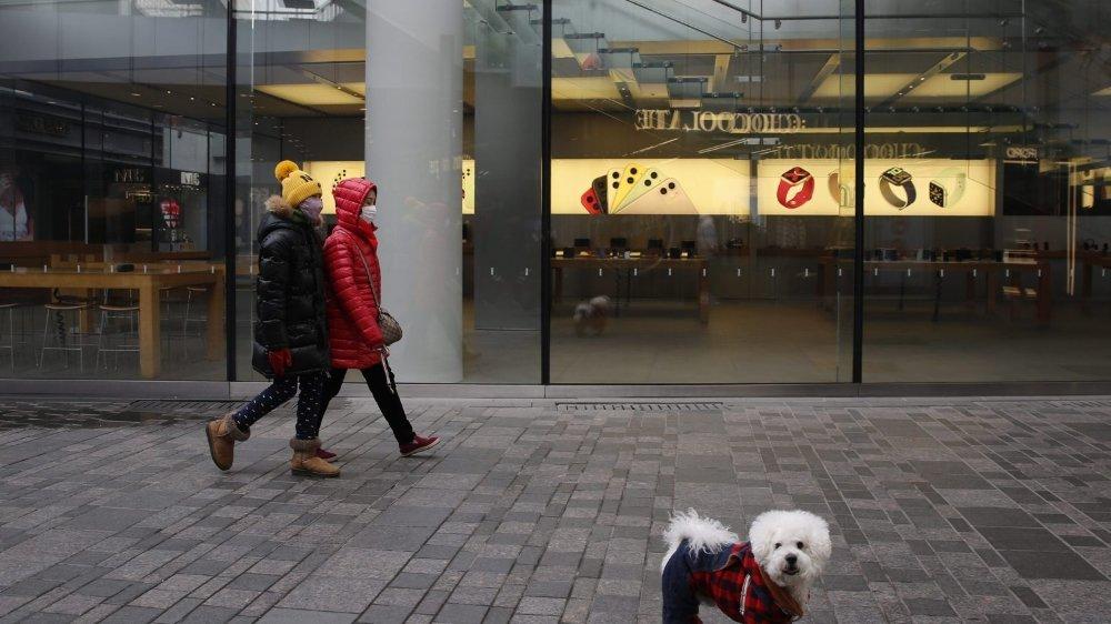 De nombreux magasins restent fermés pour contenir l'épidémie.