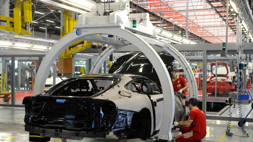 L'automobile, qui emploie plus de 750000 personnes, prévoit d'en recruter 90000 d'ici à cinq ans.