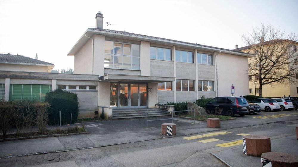 L'ancienne école du Couchant B est aujourd'hui un bâtiment désaffecté. Elle sera bientôt fixée sur son sort.