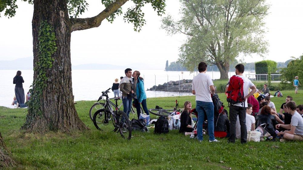 L'été, les travailleurs sociaux de proximité vont par exemple à la rencontre des jeunes sur les plages et font de la prévention.